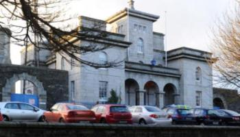 Gardai appealing for witnesses following a hit and run in Dundalk